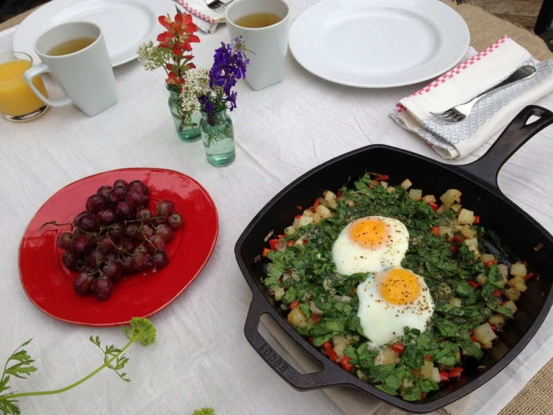 SKILLET EGGS WITH SPINACH AND POTATOES